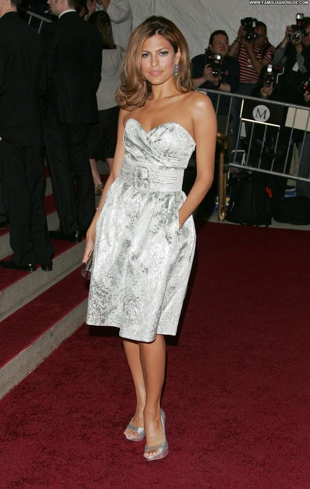 Eva Mendes Shopping  Celebrity Cute Stunning Nice Pretty Sexy Posing