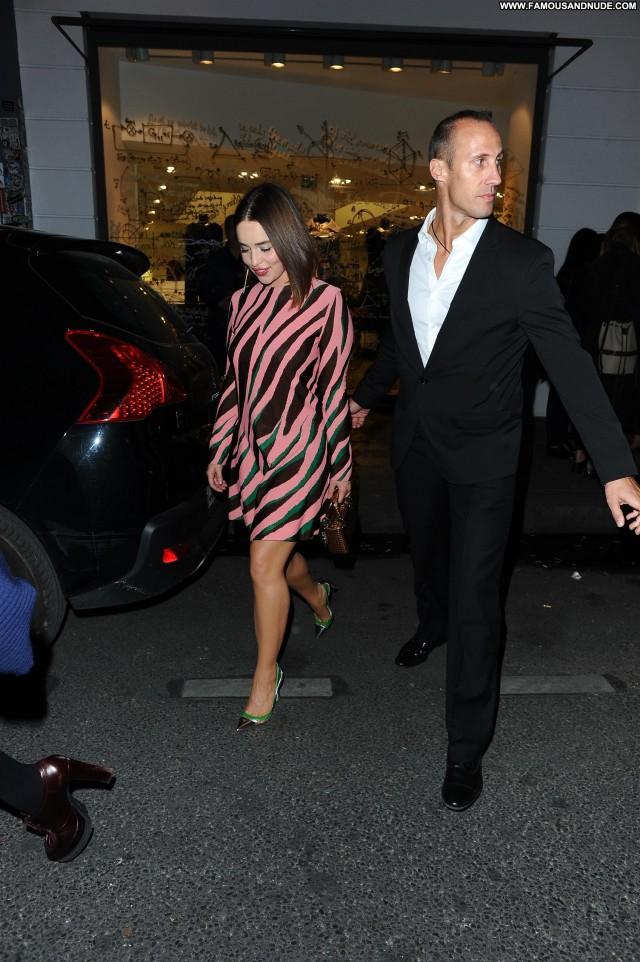 Emilia Clarke Boutique Posing Hot Celebrity Hot Stunning Gorgeous