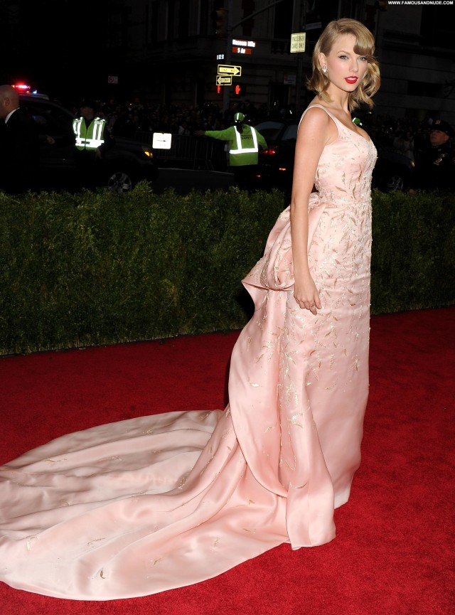 Taylor Swift New York Sensual Celebrity Fashion Cute Pretty Sultry