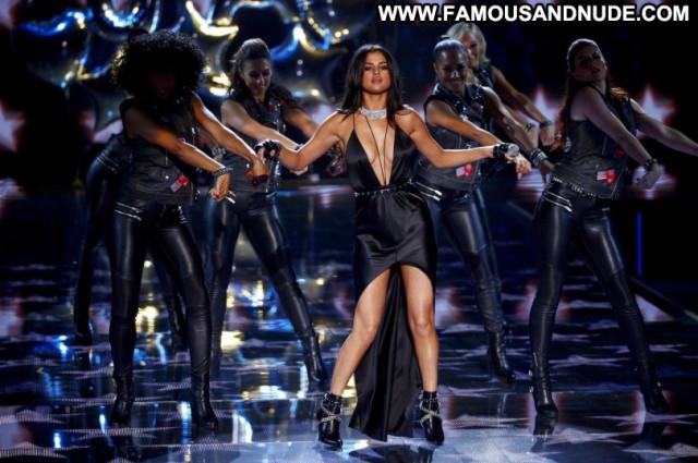 Selena Gomez Fashion Show Celebrity Babe Posing Hot Fashion Beautiful