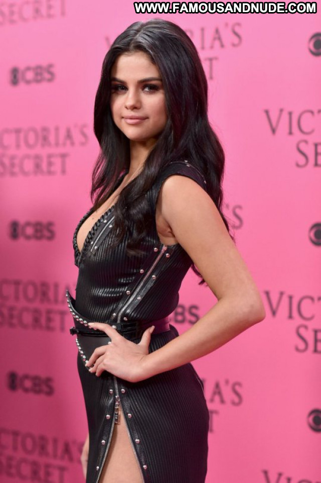 Selena Gomez Fashion Show Beautiful Celebrity Babe Fashion Posing Hot