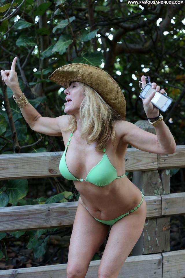 Ramona Singer No Source Posing Hot Celebrity Singer Beach Babe