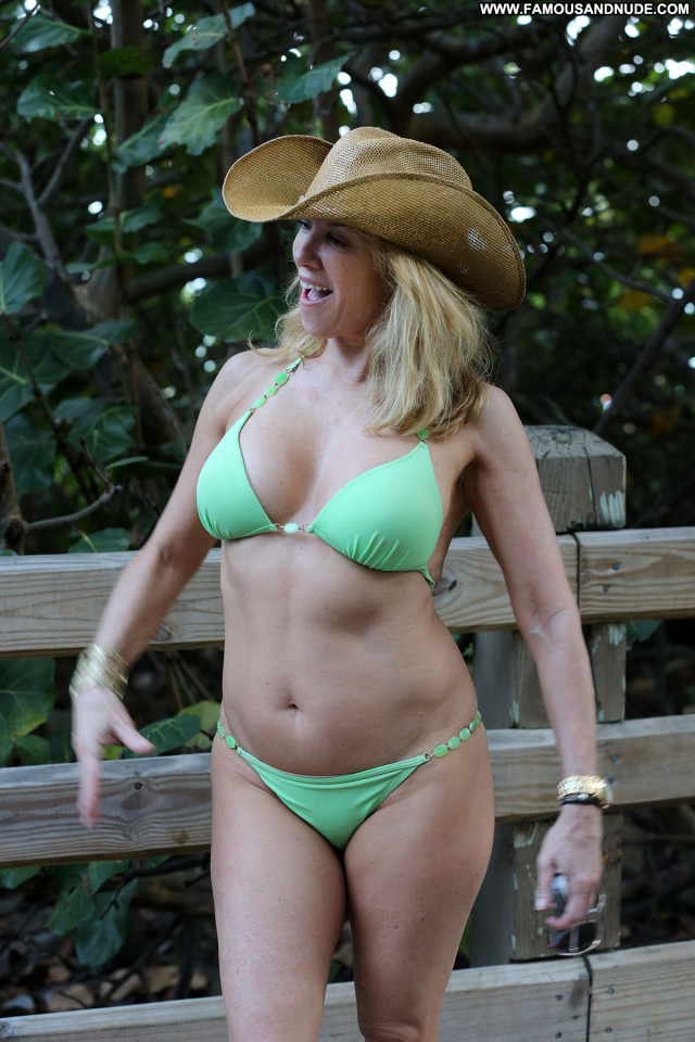 Ramona Singer No Source Beach Beautiful Singer Babe Celebrity Posing