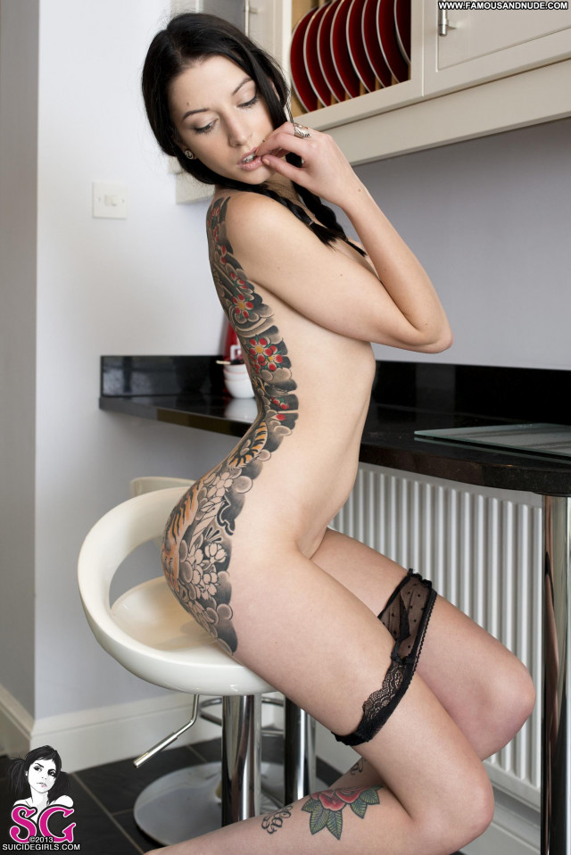 Missfernandez Suicide Working Tattoos Babe Model Uk Celebrity Posing