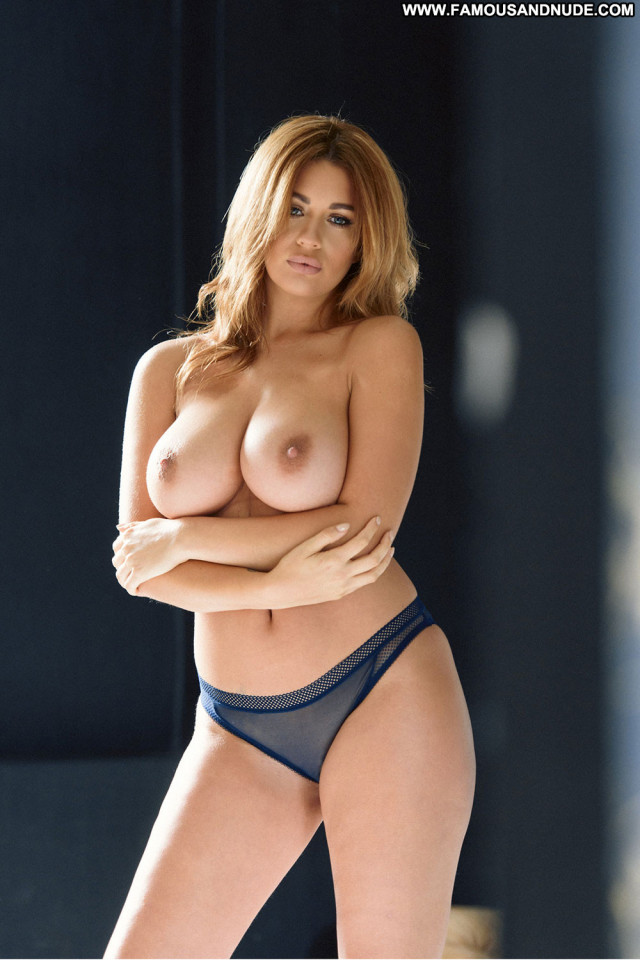 Holly Peers No Source Beautiful Babe Posing Hot Topless Model