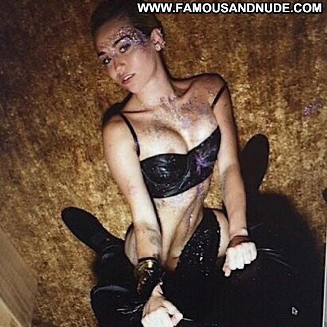 Miley Cyrus No Source Beautiful Slender Singer Posing Hot Babe
