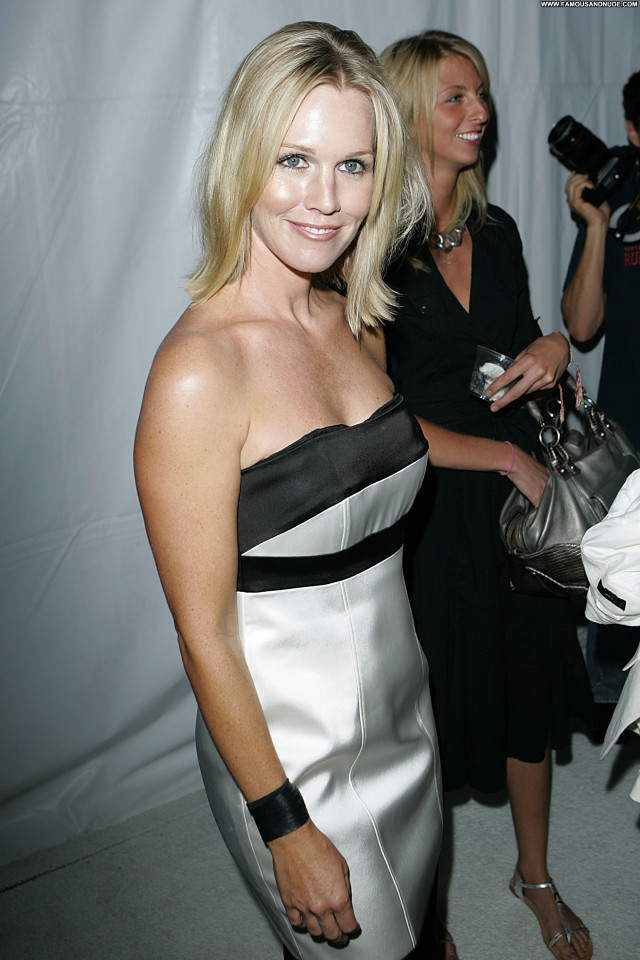 Jennie Garth Posing Hot Babe Celebrity Party Beautiful Actress Famous