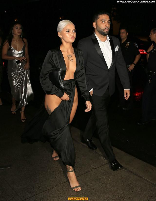 Amina Blue New York Posing Hot Beautiful Legs Babe Sexy Celebrity Sex