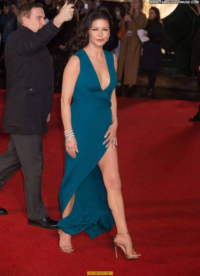 Catherine Zeta Jones No Source Dad Army Beautiful Posing Hot Babe