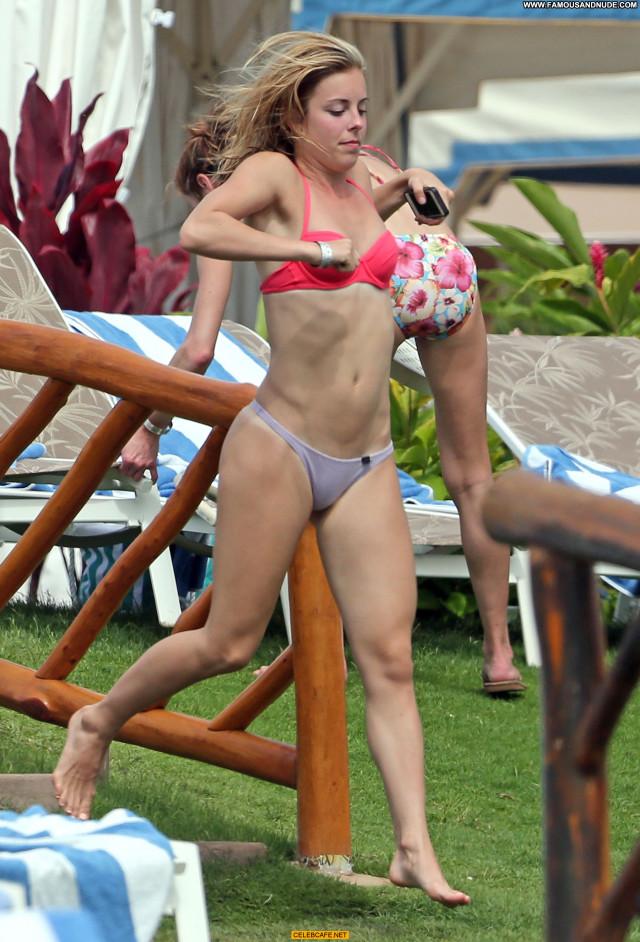 Ashley Wagner Beautiful Celebrity Babe Posing Hot Cameltoe Hawaii