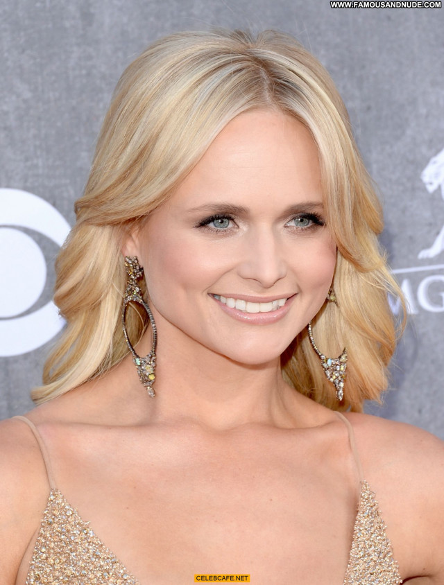 Miranda Lambert Las Vegas Beautiful Babe Posing Hot Awards Cleavage