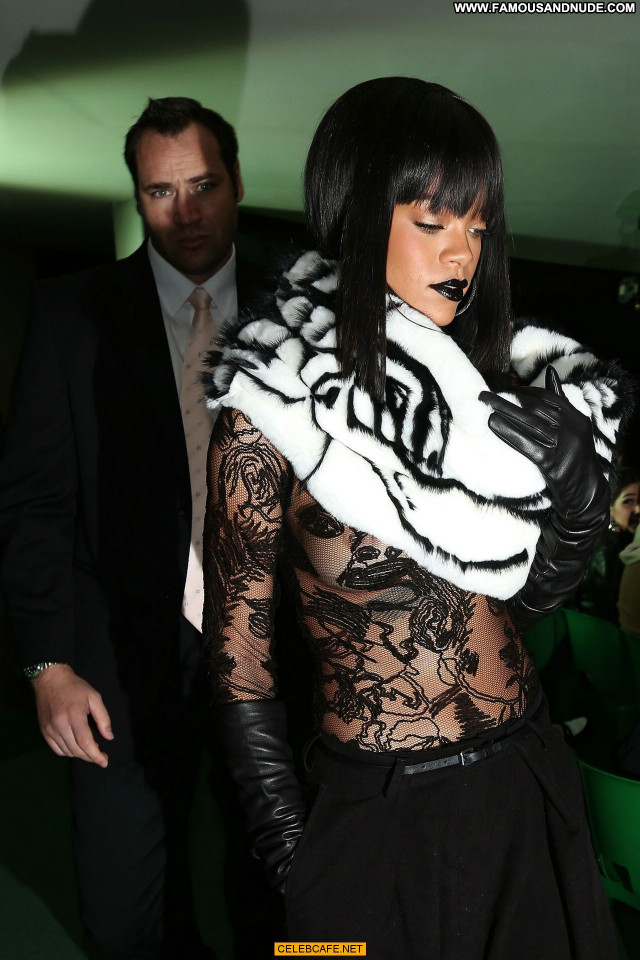 Rihanna Fashion Show Posing Hot Nude Babe Celebrity Paris Beautiful