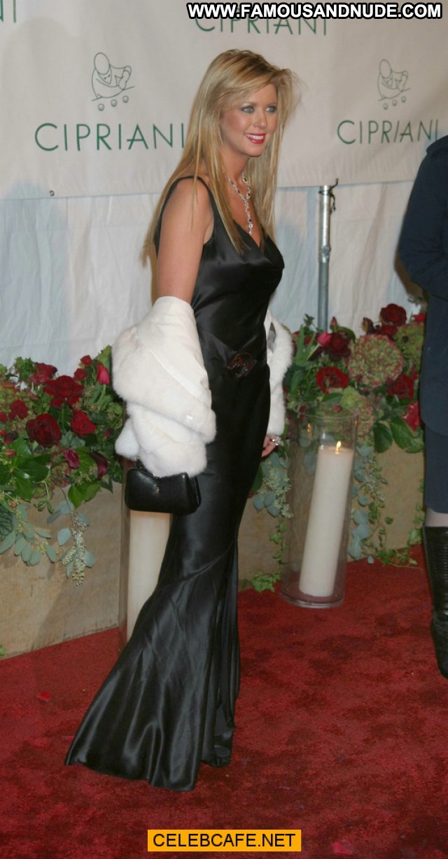 Tara Reid No Source Oops Boob Out Celebrity Beautiful Party Babe