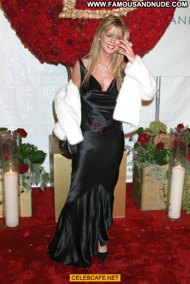 Tara Reid No Source Party Babe Beautiful Boob Out Celebrity Posing