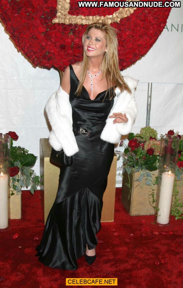 Tara Reid No Source Beautiful Celebrity Posing Hot Party Oops Boob