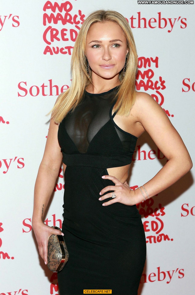 Hayden Panettiere No Source Cleavage Celebrity Babe Beautiful Posing