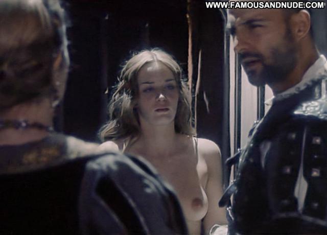 Emily Blunt Henry Viii Babe Big Tits Breasts Tits Beautiful Shy Bar