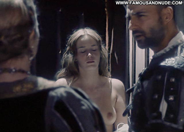 Emily Blunt Henry Viii Tv Series Beautiful Shy Topless Posing Hot