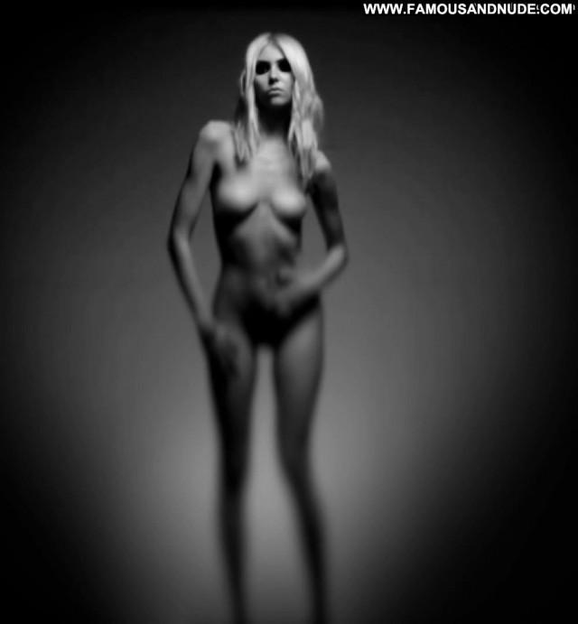 Taylor Momsen No Source Pussy Celebrity Nude Teen Mom Posing Hot