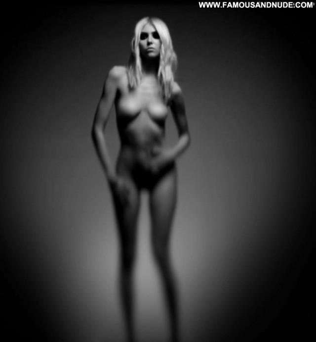 Taylor Momsen No Source Beautiful Big Tits Stage Nipples Black Babe