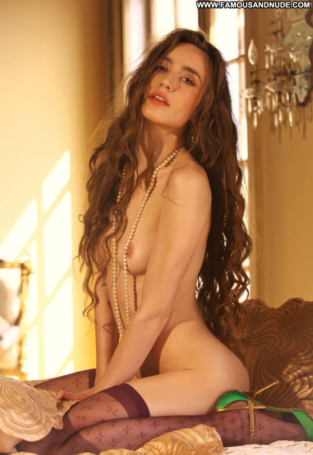 Elizabeth Jagger No Source  Pretty Posing Hot Celebrity Pussy Babe