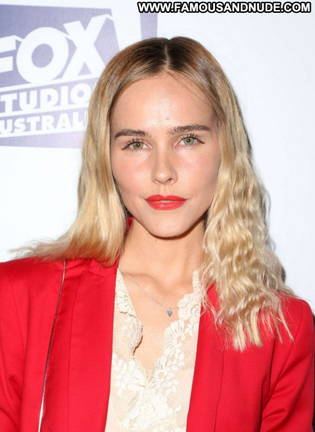 Isabel Lucas No Source Awards Celebrity Paparazzi Beautiful Posing