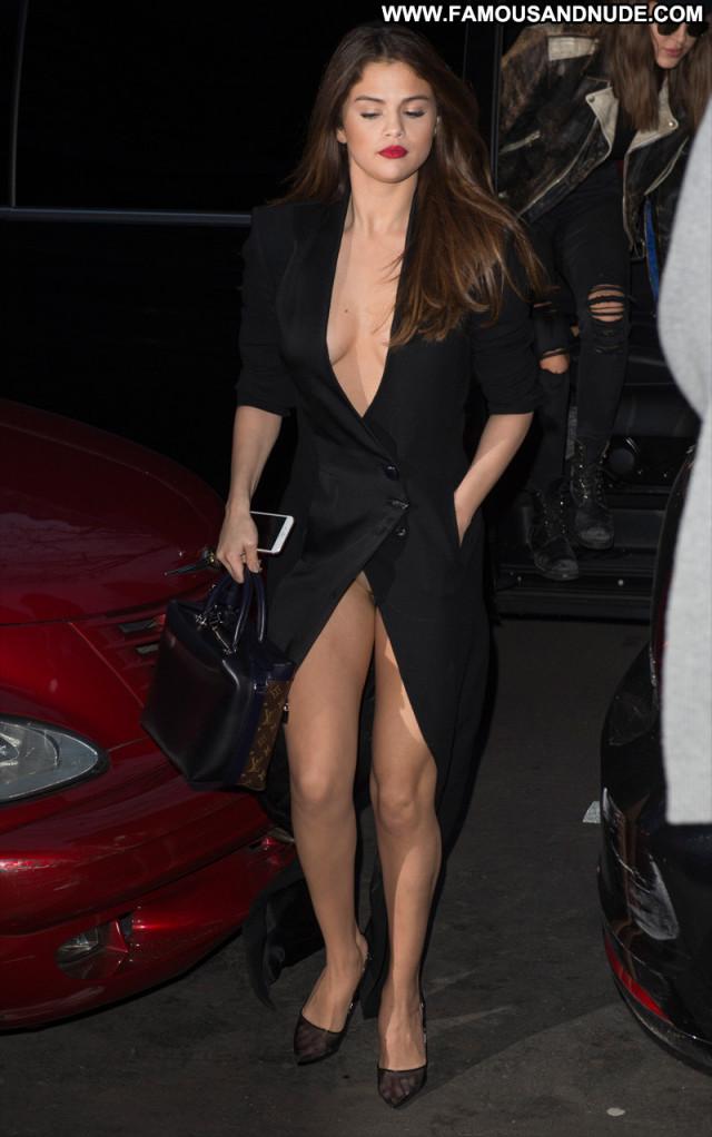 Selena Gomez Live Celebrity Perfect Nerd Glamour Amateur Famous Bar