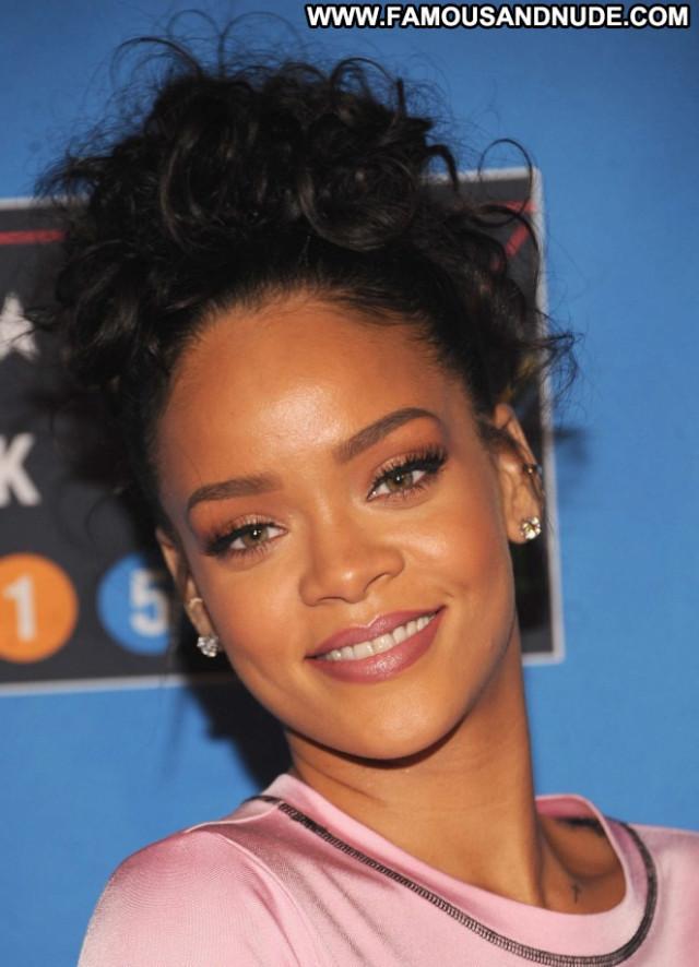 Rihanna New York New York Posing Hot Babe Paparazzi Celebrity
