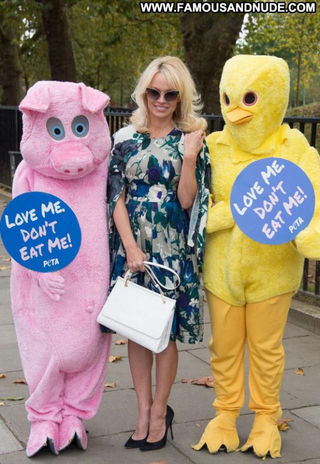 Pamela Anderson Food London Babe Beautiful Joi Celebrity Paparazzi