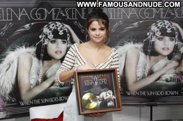 Selena Gomez We Own The Night Babe Beautiful Paparazzi Posing Hot