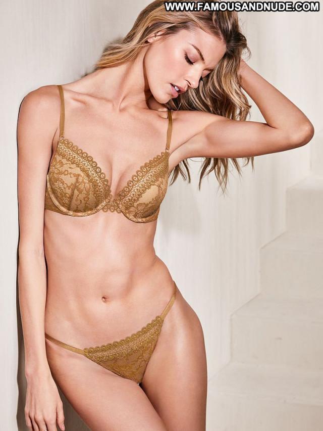Martha Hunt Fashion Show Fashion Photoshoot China Model Bra Posing