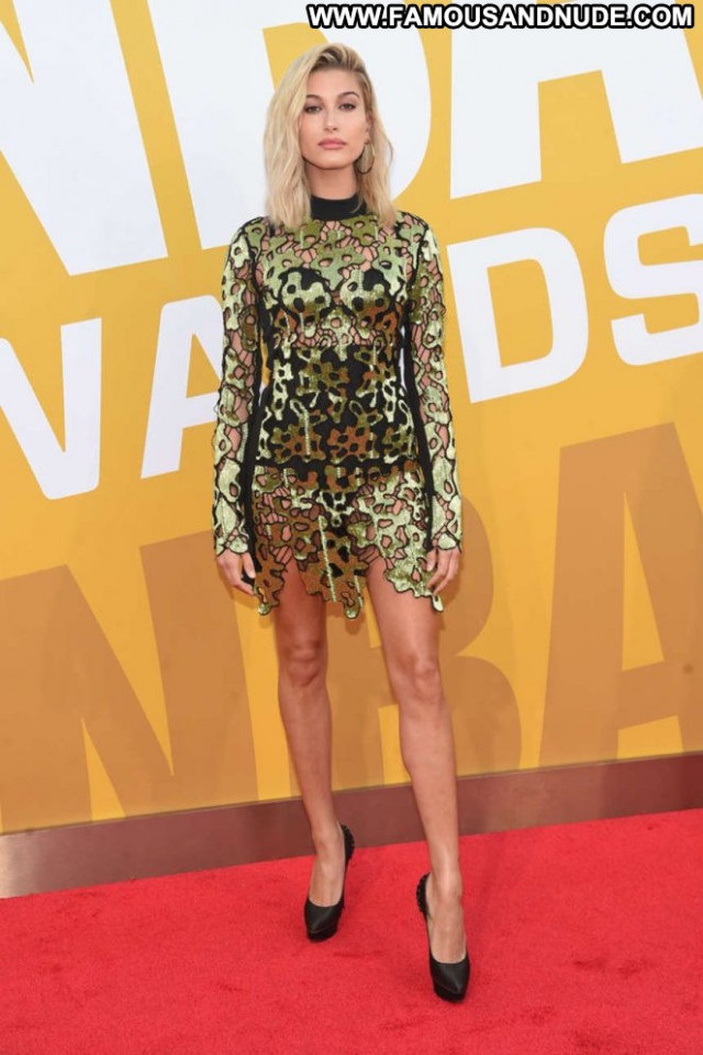 Hailey Baldwin No Source Celebrity Awards Nyc Posing Hot Babe