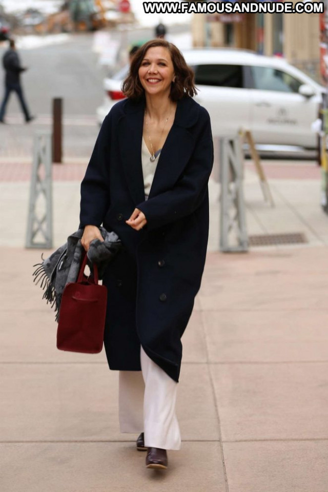 Maggie Gyllenhaal No Source Celebrity Park Beautiful Paparazzi Posing