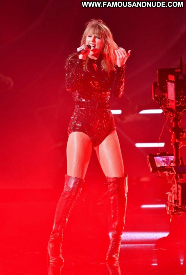 Taylor Swift American Music Awards Awards Celebrity Beautiful Posing