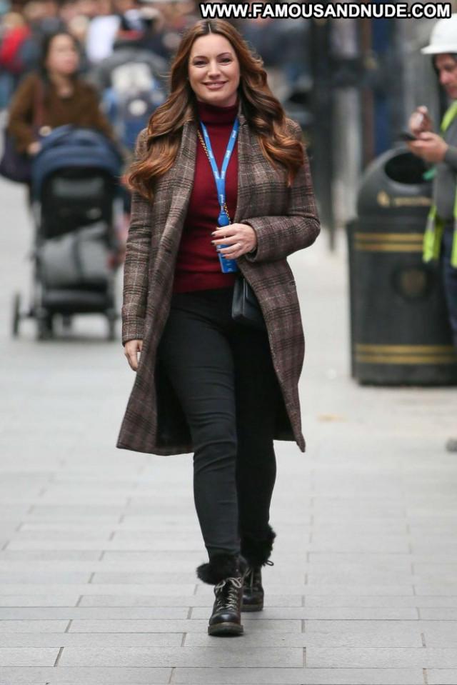 Kelly Brook No Source Paparazzi Beautiful Posing Hot London Babe
