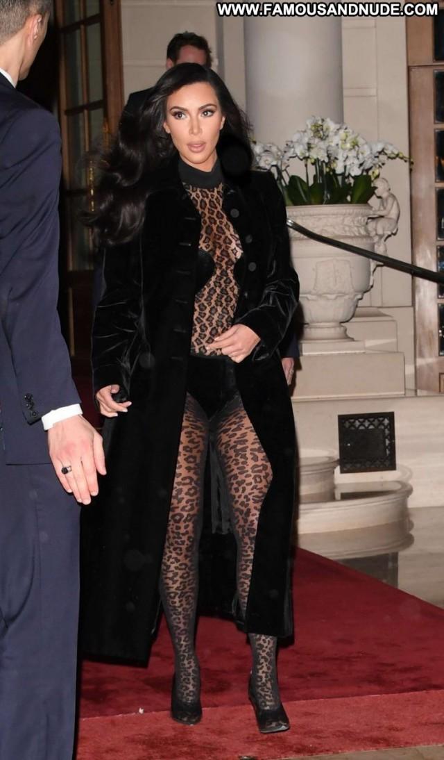 Kim Kardashian No Source Beautiful Posing Hot Babe Celebrity Hotel