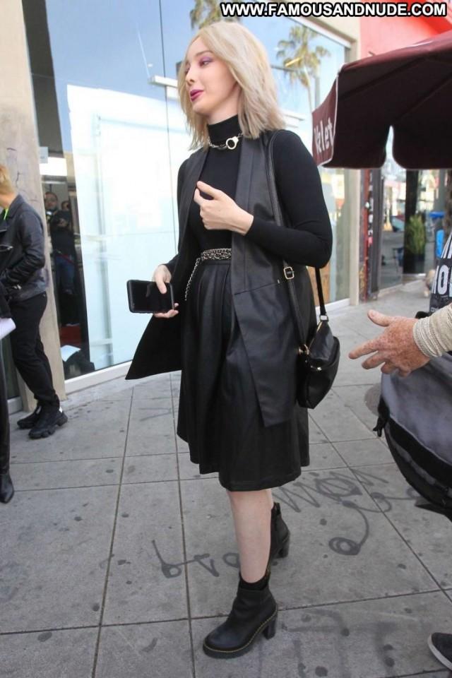 Emma Dumont Fashion Show Celebrity Paparazzi Babe Hollywood Fashion