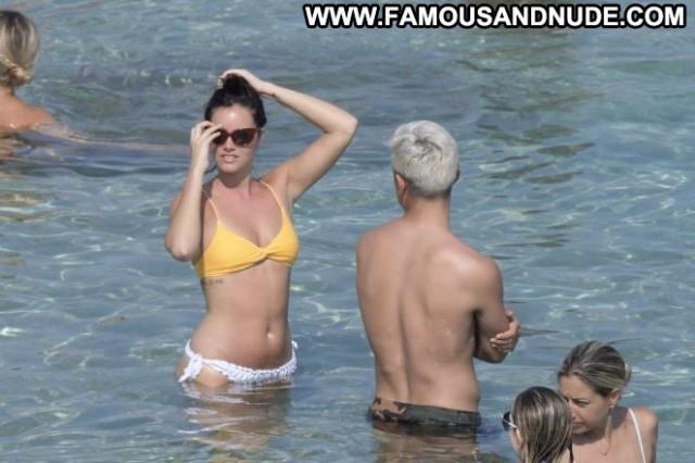 Oriana Sabatini The Beach Beautiful Posing Hot Celebrity Paparazzi