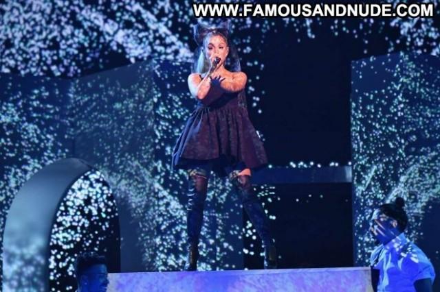 Ariana Grande Las Vegas  Posing Hot Paparazzi Babe Beautiful