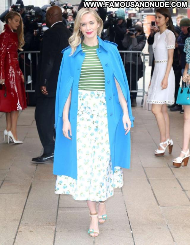 Emily Blunt Fashion Show Celebrity Posing Hot Fashion Babe Paparazzi