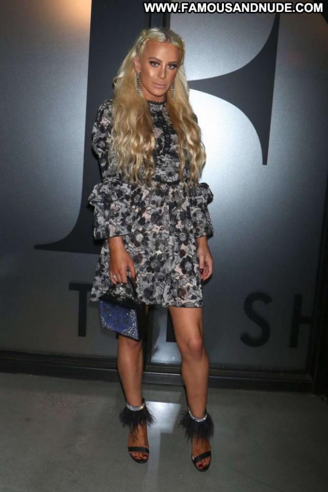 Gigi Gorgeous Fashion Show Babe Fashion Posing Hot New York Paparazzi