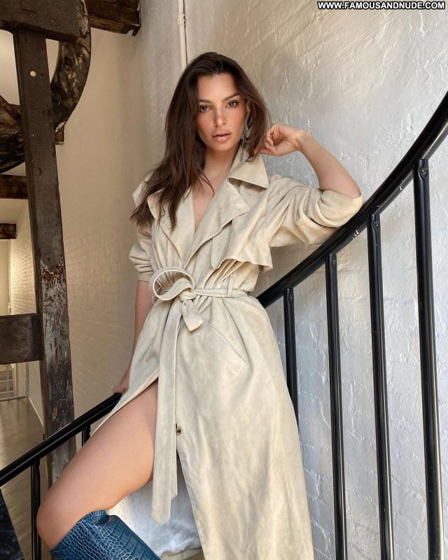 Emily Ratajkowski No Source Sexy Celebrity Beautiful Babe Posing Hot