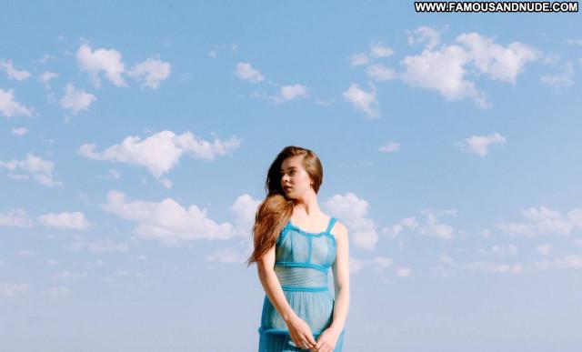 Hailee Steinfeld V Magazine Paparazzi Beautiful Posing Hot Celebrity