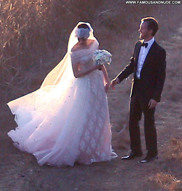 Photos No Source Wedding Hat Babe Celebrity Posing Hot Paparazzi