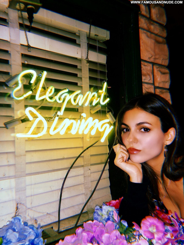 Victoria Justice No Source Celebrity Posing Hot Babe Sexy Beautiful