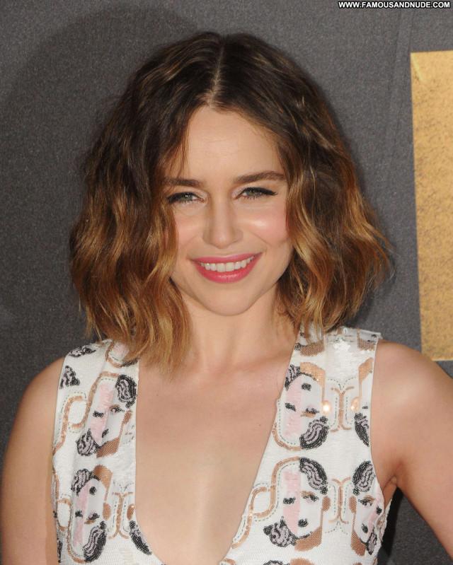 Emilia Clarke Mtv Movie Awards Awards Paparazzi Beautiful Posing Hot