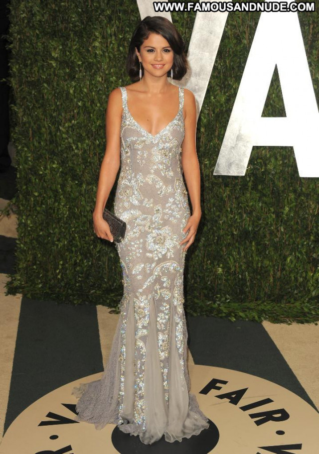 Selena Gomez Vanity Fair Beautiful Party Paparazzi Celebrity Posing