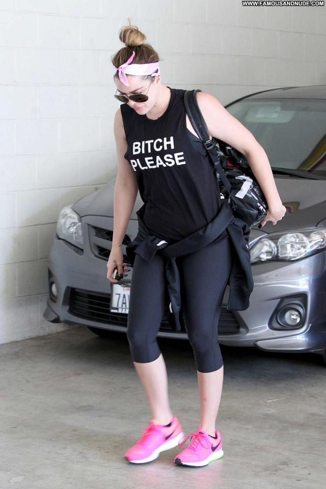 Khloe Kardashian Beverly Hills Babe Gym Posing Hot Celebrity