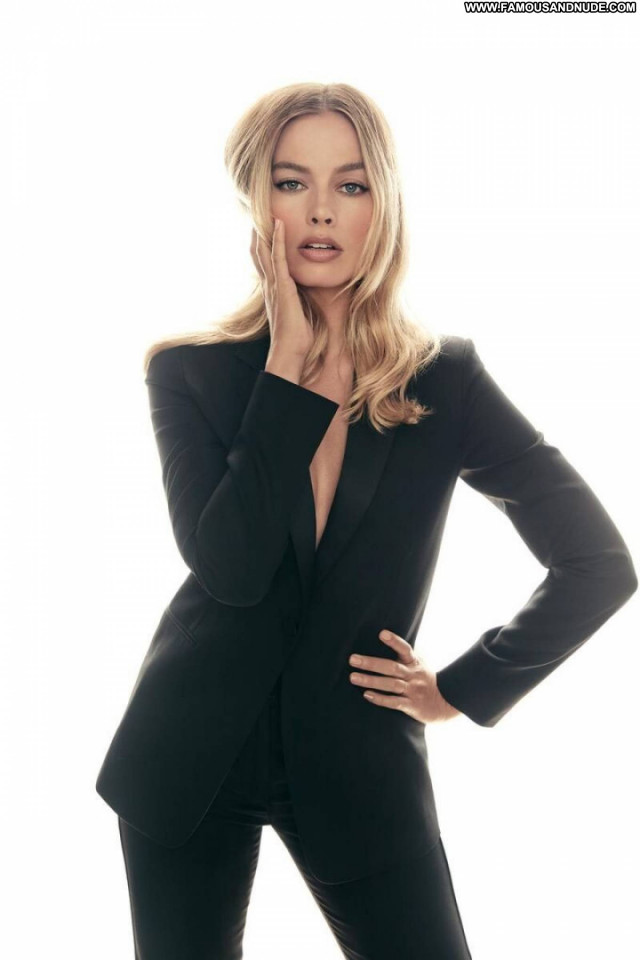 Margot Robbie Once Upon A Time Babe Posing Hot Paparazzi Celebrity