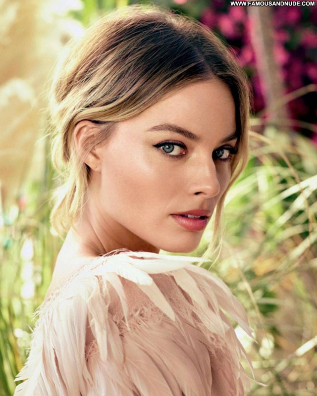 Margot Robbie Once Upon A Time Paparazzi Babe Posing Hot Celebrity